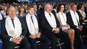 Нагинай гіляку, доки молода: наймолодші політики в СНД