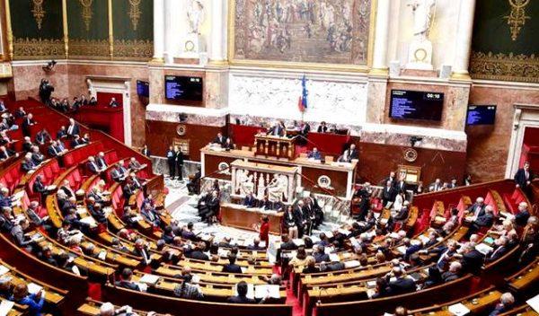 Президент Франції бореться з безробіттям