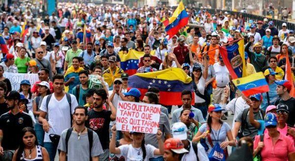 Протистояння у Венесуелі далі загострюється