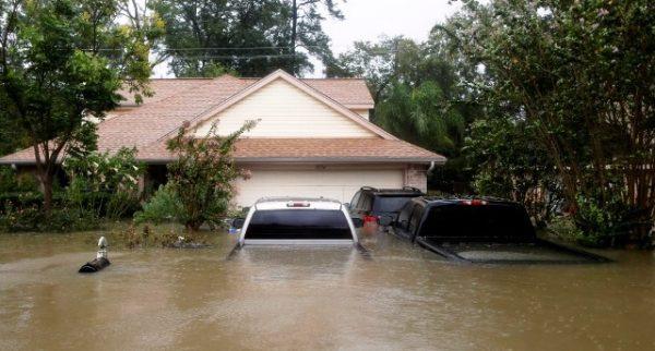 Вода у Х'юстоні вже полилася через греблю