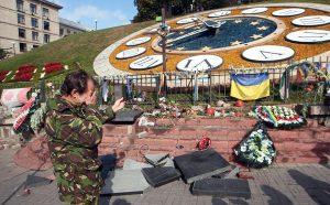 На Майдані Незалежності розгромили пам'ятник «Небесній сотні»