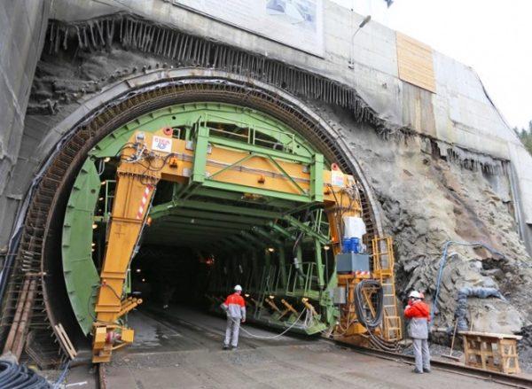 Завершено будівництво Бескидського тунелю