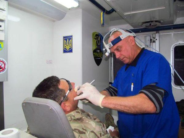 Волонтери-дантисти допомагають фронту