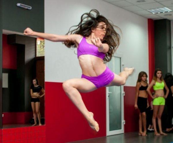 Юна танцюристка, що подолала рак