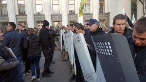 У центрі Києва знову стоять бунтівні намети
