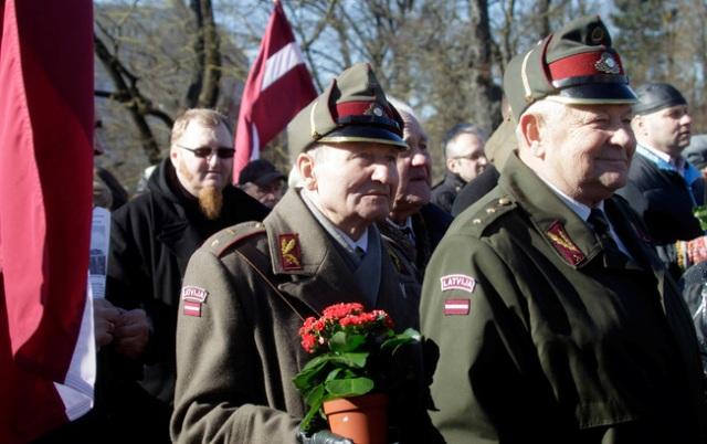 У Латвії зрівнюють ветеранів Другої світової війни