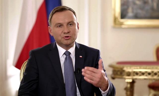 У Варшаві змінили тон, звертаючись до України