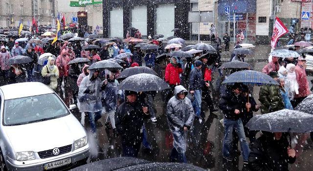 Київ: обурення під парасолями