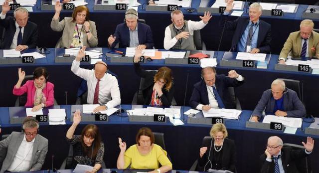 Польську владу перевірять на демократичність