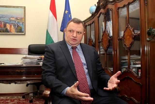Угорщина готова вести «освітні» переговори