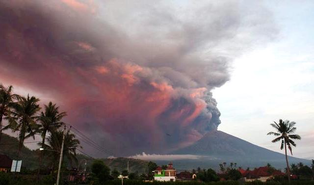 Десятки тисяч туристів не можуть вилетіти з Балі