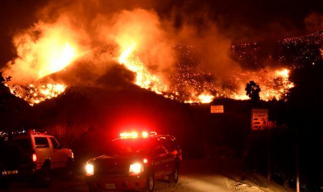 На півдні Каліфорнії вирують лісові пожежі