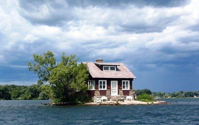 Найменший у світі острів має мешканців
