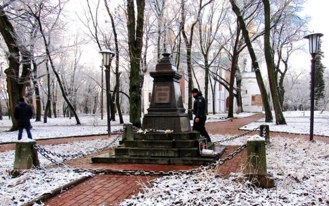 У Чернігові знову вкрали пам'ятник